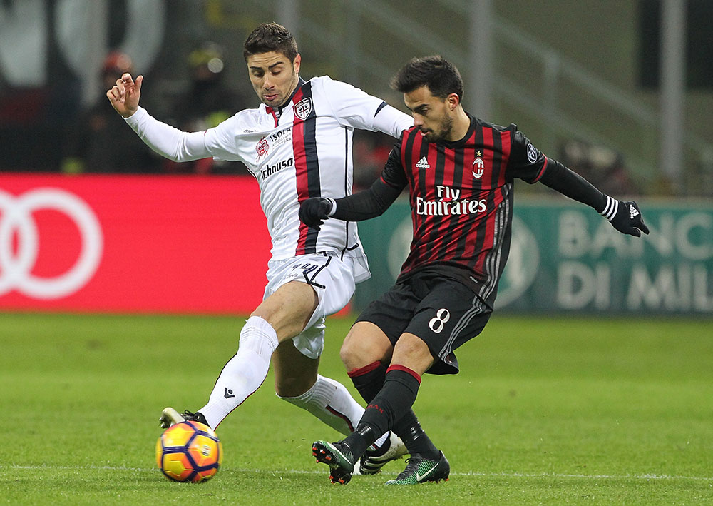 Suso and Marco Capuano during Milan-Cagliari at Stadio San Siro on the 8th of January 2017. (Photo by Marco Luzzani/Getty Images)