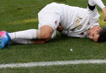 Bonaventura lies injured on the pitch during Udinese-Milan at Stadio Friuli on the 29th of January 2017. (Photo by Dino Panato/Getty Images)