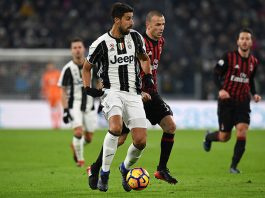 Sami Khedira (L) of Juventus FC is challenged by Luca Antonelli of AC Milan during the TIM Cup match between Juventus FC and AC Milan at Juventus Stadium on January 25, 2017 in Turin, Italy. (Photo by Valerio Pennicino/Getty Images)