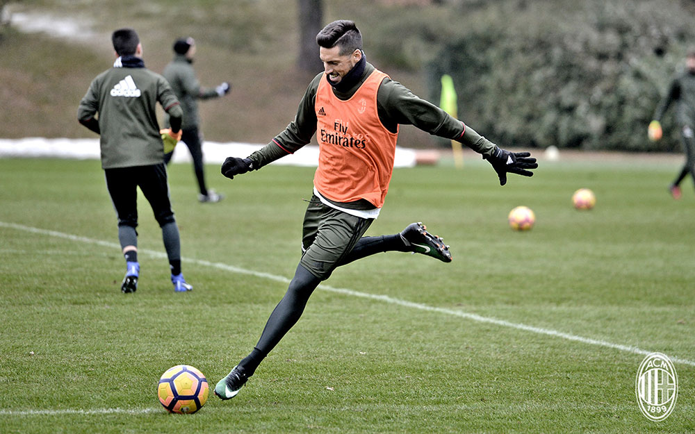 Jose Sosa during training at Milanello (@acmilan.com)