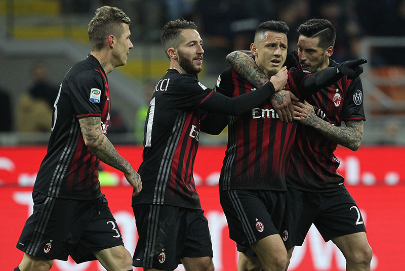 Juraj Kucka, Andrea Bertolacci, Gianluca Lapadula and Jose Sosa celebrate Lapadula's goal during Milan-Chievo at Stadio San Siro on the 4th of March 2017. (Photo by Marco Luzzani/Getty Images)