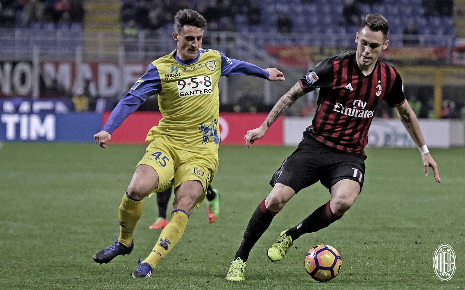 Lucas Ocampos and Roberto Inglese during Milan-Chievo at Stadio San Siro on the 4th of March 2017 (@acmilan.com)