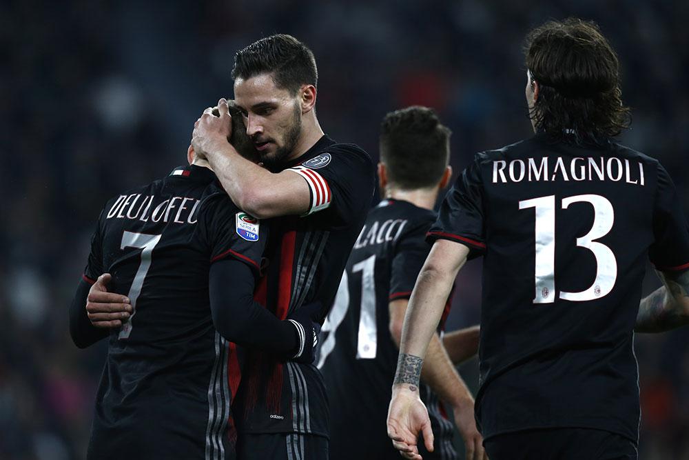 De Sciglio hugging Gerard Deulofeu during Juventus-Milan at the Juventus Stadium on the 10th of March 2017 (MARCO BERTORELLO/AFP/Getty Images)