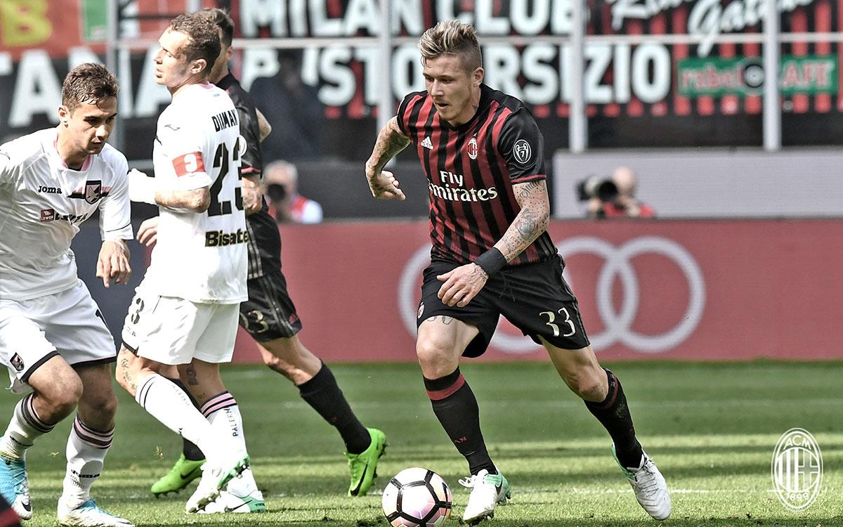 Juraj Kucka during Milan-Palermo at Stadio San Siro on the 9th of April 2017 (@acmilan.com)