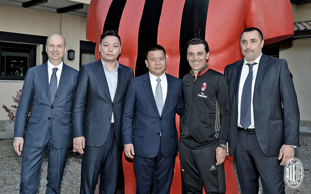 Marco Fassone, Han Li, Yonghong Li, Vincenzo Montella and Massimiliano Mirabelli at Milanello on the 14th of April 2017. (@acmilan.com)