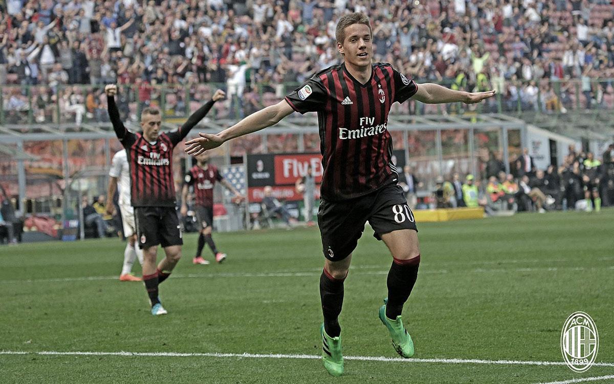 Mario Pasalic celebrating his goal during Milan-Palermo at Stadio San Siro on the 9th of April 2017. (@acmilan.com)
