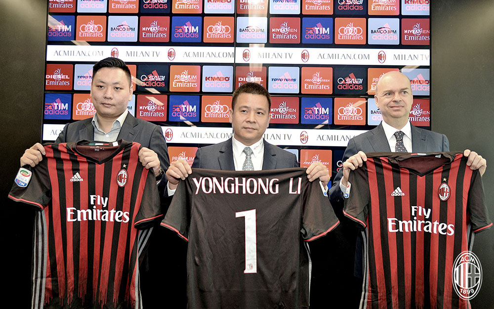 Han Li (L), Yonghong Li (C) and Marco Fassone (R) during a press conference at Casa Milan on the 14th of April 2017. (@acmilan.com)