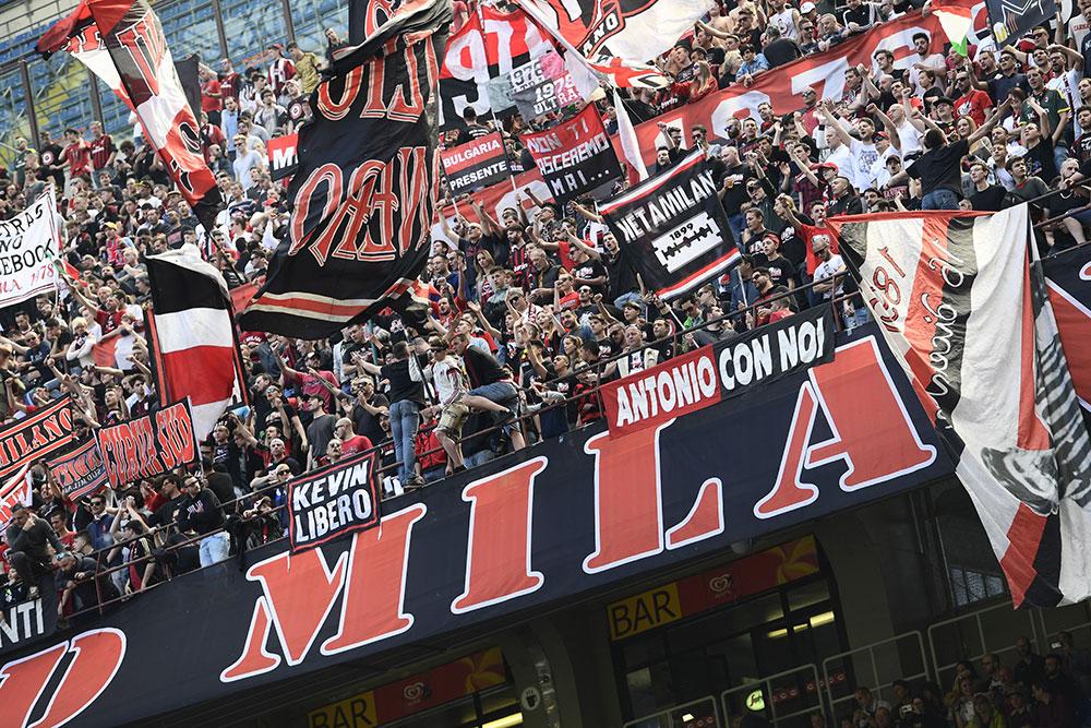 Milan fans cheer before Milan-Empoli at Stadio San Siro on April 23, 2017. (MIGUEL MEDINA/AFP/Getty Images)