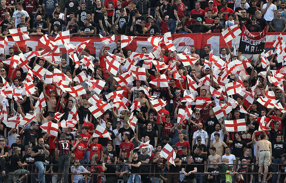 Milan fans show their support during Milan-Bologna at Stadio San Siro on May 21, 2017. (Photo by Marco Luzzani/Getty Images)
