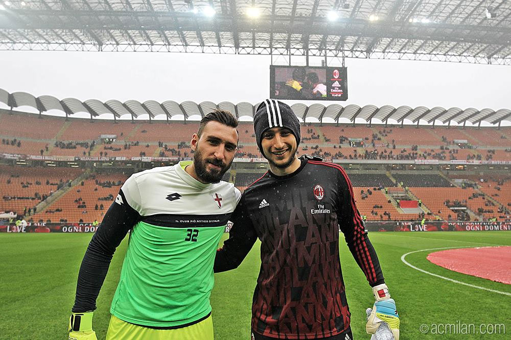 Antonio and Gianluigi Donnarumma before Milan-Genoa at Stadio San Siro on the February 16, 2016. (@acmilan.com)