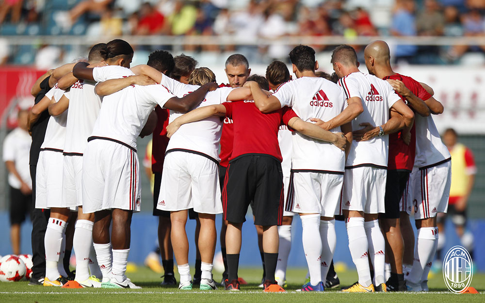 The squad before Milan-Lugano at the Cornaredo Stadium on the 11th of July, 2017. (@acmilan.com)