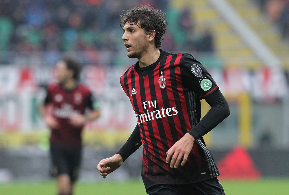 Manuel Locatelli during Milan-Crotone at Stadio Giuseppe Meazza on December 4, 2016. (Photo by Marco Luzzani/Getty Images)