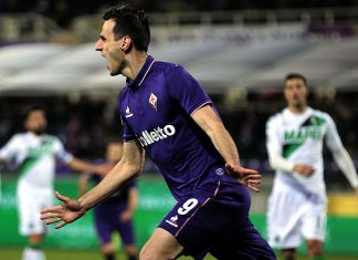 Nikola Kalinic celebrates during Fiorentina-Sassuolo at Stadio Artemio Franchi on December 12, 2016. (Photo by Gabriele Maltinti/Getty Images)