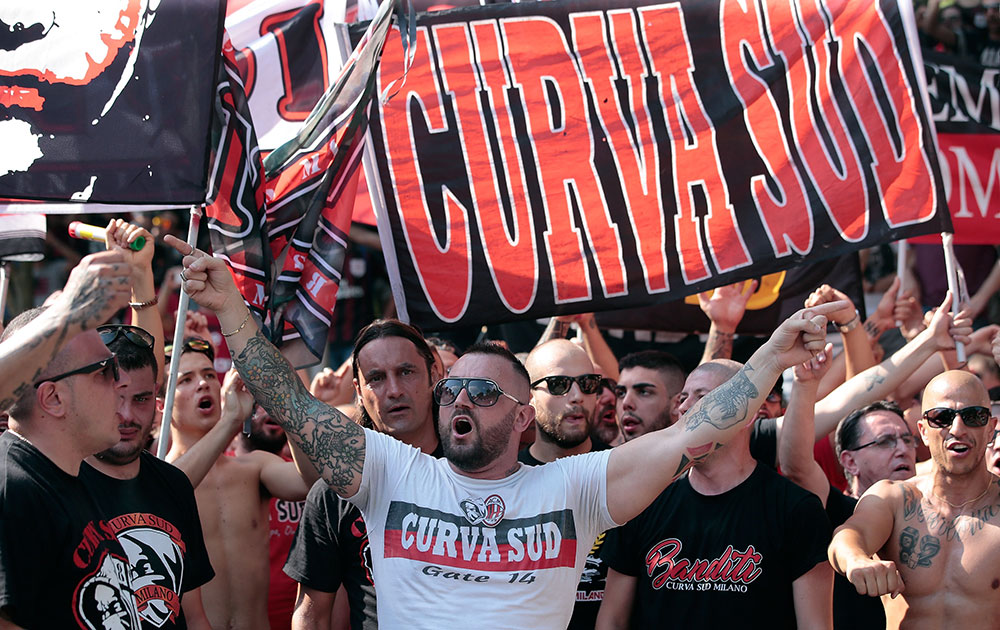 Milan fans show their support prior to the Milan training session at Milanello on July 5, 2017. (Photo by Emilio Andreoli/Getty Images)