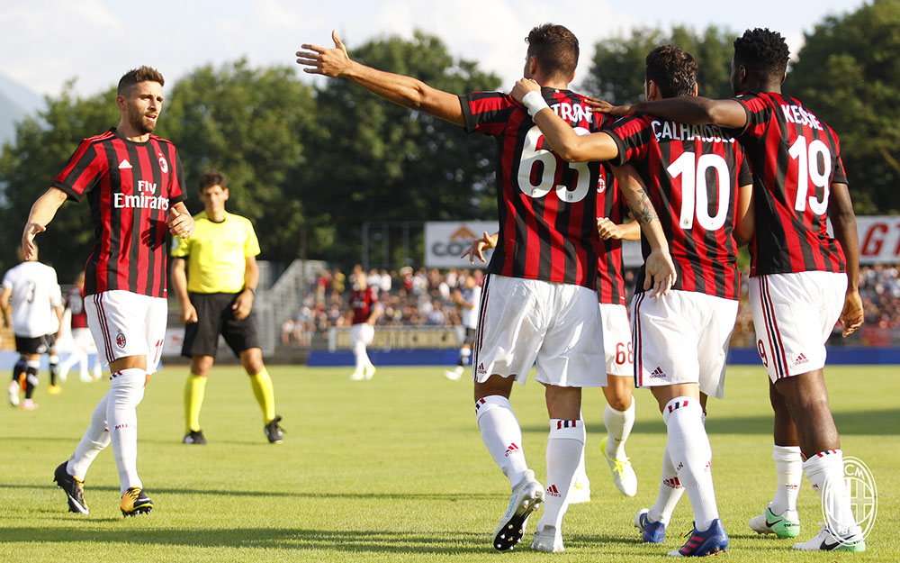 Fabio Borini, Patrick Cutrone, Ricardo Rodriguez, Hakan Çalhanoğlu and Franck Kessié celebrating against Lugano at the Cornaredo Stadium on the 11th of July. (@acmilan.com)