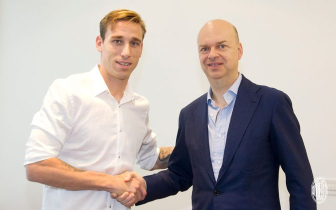 Lucas Biglia and Marco Fassone at Casa Milan on the 15th of July, 2017. (@acmilan.com)