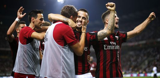 The squad celebrates Suso's goal during Milan-Cagliari at Stadio San Siro on August 27, 2017. (MARCO BERTORELLO/AFP/Getty Images)