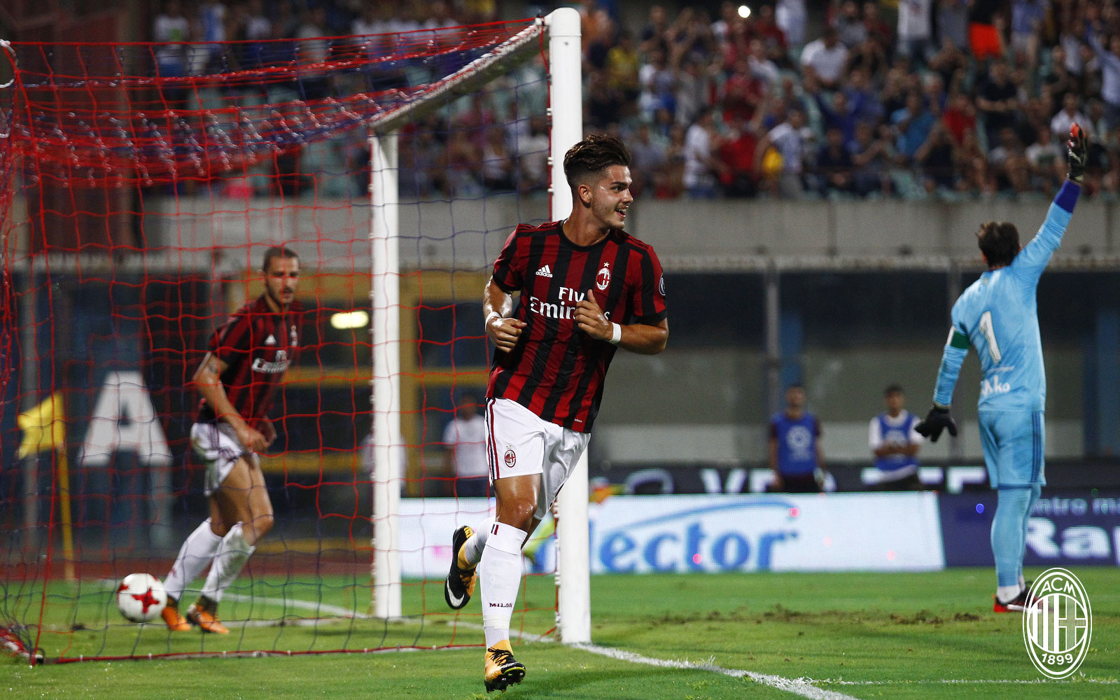 André Silva celebrating during Real Betis-Milan at Stadio Angelo Massimino on August 9th, 2017. (@acmilan.com)