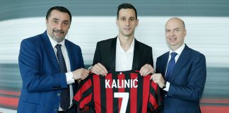 Massimiliano Mirabelli, Nikola Kalinić and Marco Fassone at Casa Milan on the 22nd of August, 2017. (@acmilan.com)