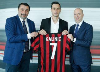 Massimiliano Mirabelli, Nikola Kalinić and Marco Fassone at Casa Milan on the 22nd of August, 2017. (@acmilan.com)