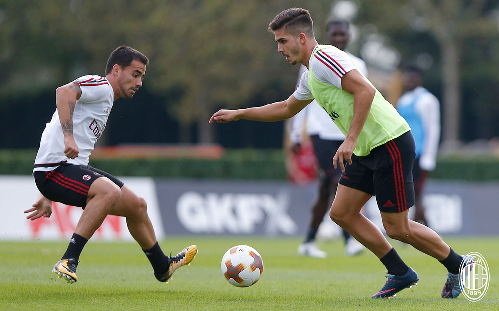 André Silva and Suso during training at Milanello. (@acmilan.com)