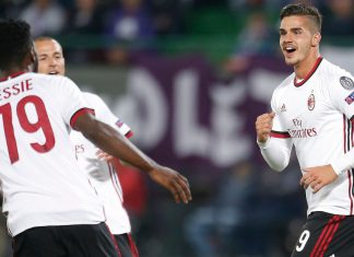 André Silva, Franck Kessié amd Luca Antonelli celebrating during Austria Wien-Milan at Ernst-Happel-Stadion on the 14th of September, 2017. (@acmilan.com)