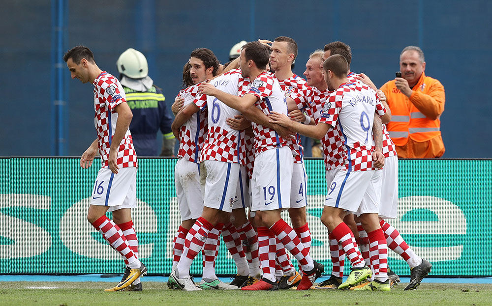 Nikola Kalinić and his teammate celebrate during Croatia-Kosovo at Stadion Maksimir on September 3, 2017. (STRINGER/AFP/Getty Images)