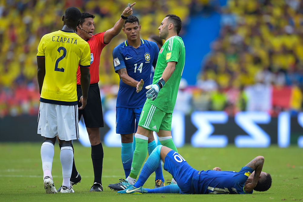 Cristian Zapata, Thiago Silva, David Ospina, Neymar and referee Jesus Valenzuela during Colombia-Brazil at Estadio Metropolitano on September 5, 2017. (RAUL ARBOLEDA/AFP/Getty Images)