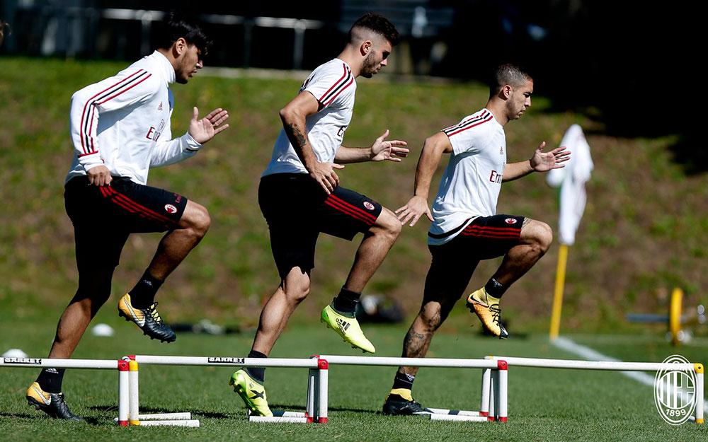 Gustavo Gomez, Patrick Cutrone and Jose Mauri during training at Milanello. (@acmilan.com)