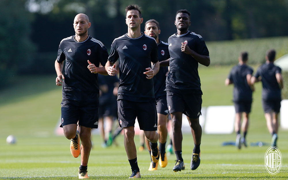Gabriel Paletta, Nikola Kalinić, Ricardo Rodriguez and Franck Kessié during training at Milanello. (@acmilan.com)