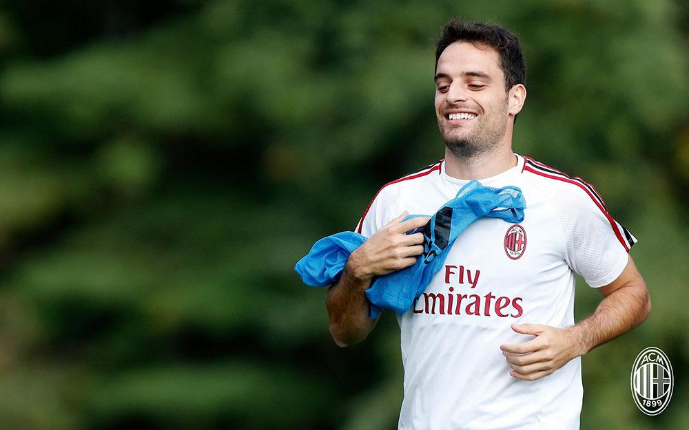 Giacomo Bonaventura during training at Milanello. (@acmilan.com)