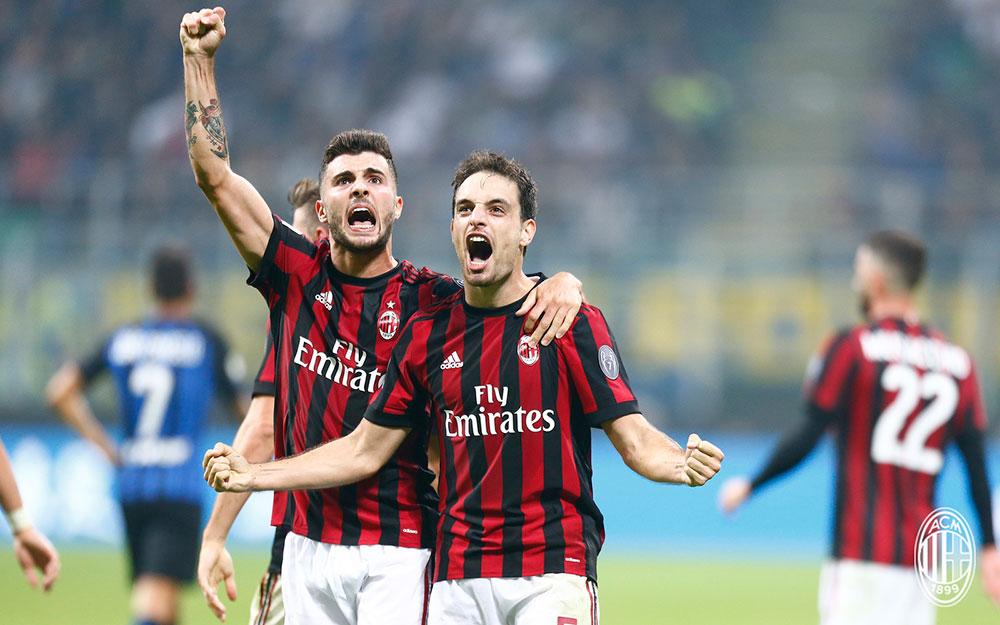 Giacomo Bonaventura and Patrick Cutrone celebrating during Inter-Milan at Stadio San Siro on October 15, 2017. (@acmilan.com)