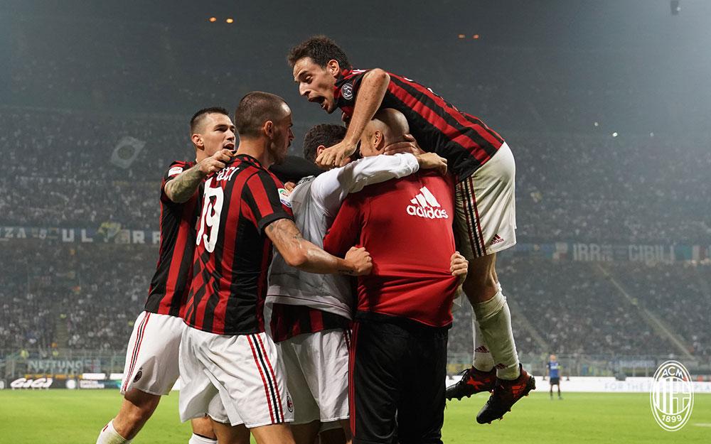 Alessio Romagnoli, Leonardo Bonucci, Giacomo Bonaventura, Davide Calabria and Suso celebrating during Inter-Milan at Stadio San Siro on October 15, 2017. (@acmilan.com)