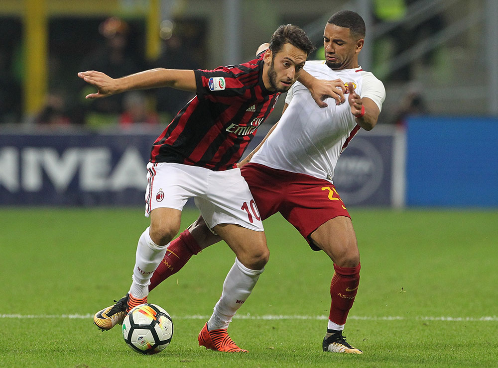 Hakan Çalhanoğlu and Bruno Peres during Milan-Roma at Stadio San Siro on October 1, 2017. (Photo by Marco Luzzani/Getty Images)