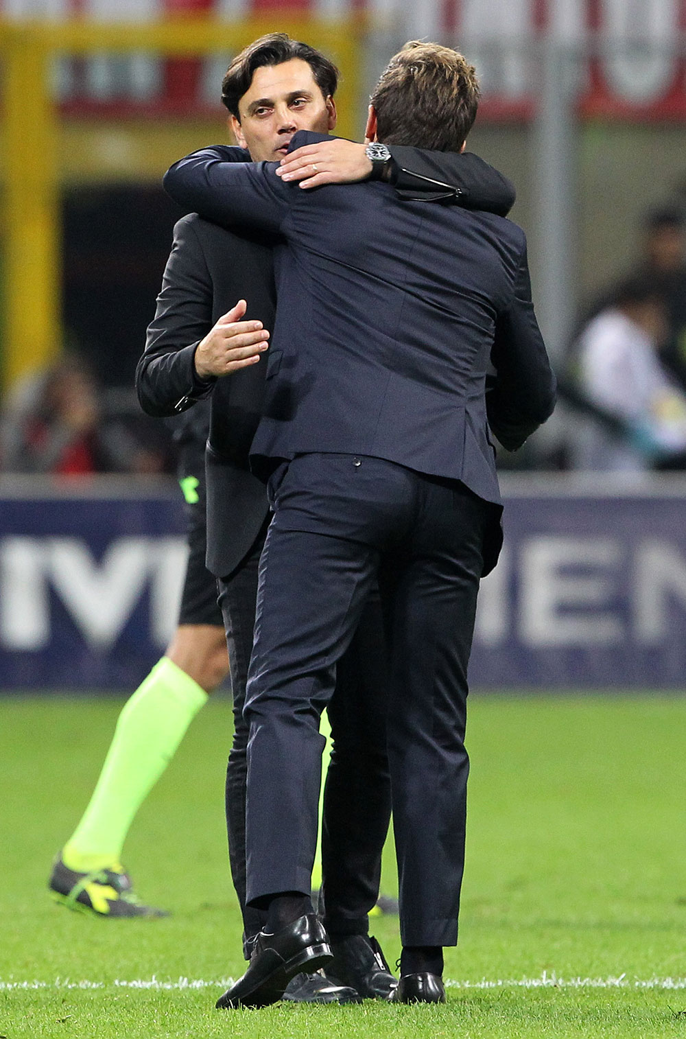 Vincenzo Montella and Eusebio Di Francesco at the end of Milan-Roma at Stadio San Siro on October 1, 2017. (Photo by Marco Luzzani/Getty Images)