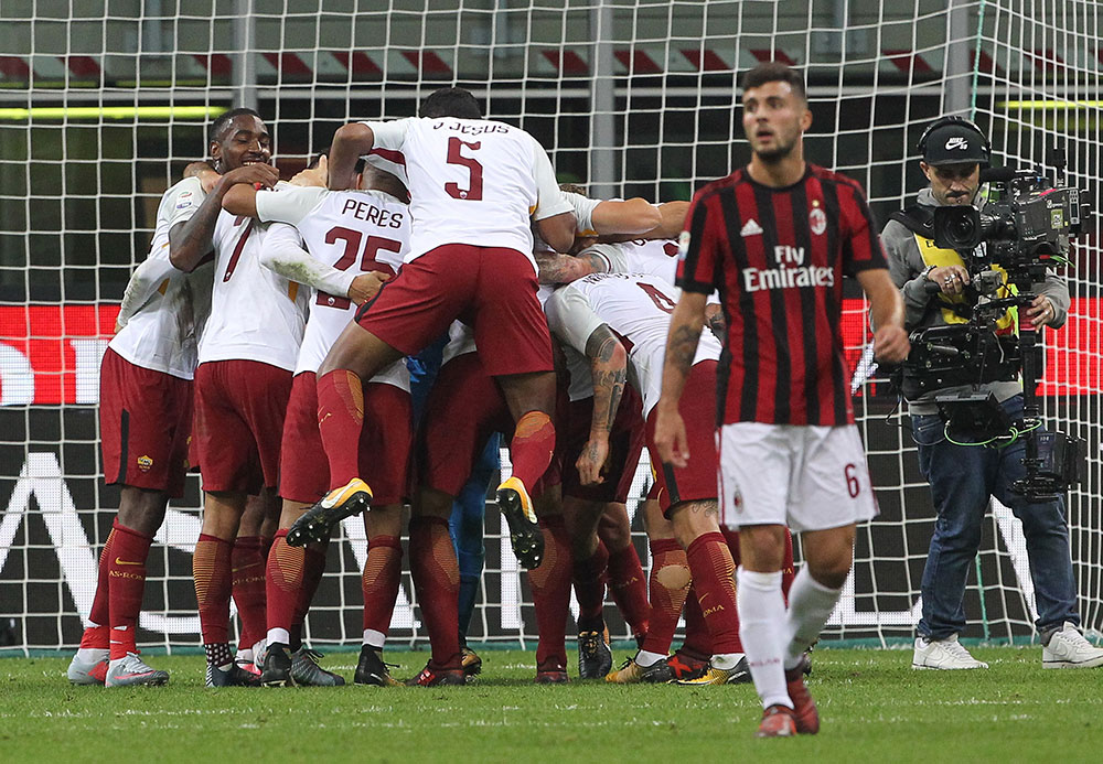 Patrick Cutrone and Roma players celebrating at the end of Milan-Roma at Stadio San Siro on October 1, 2017. (Photo by Marco Luzzani/Getty Images)