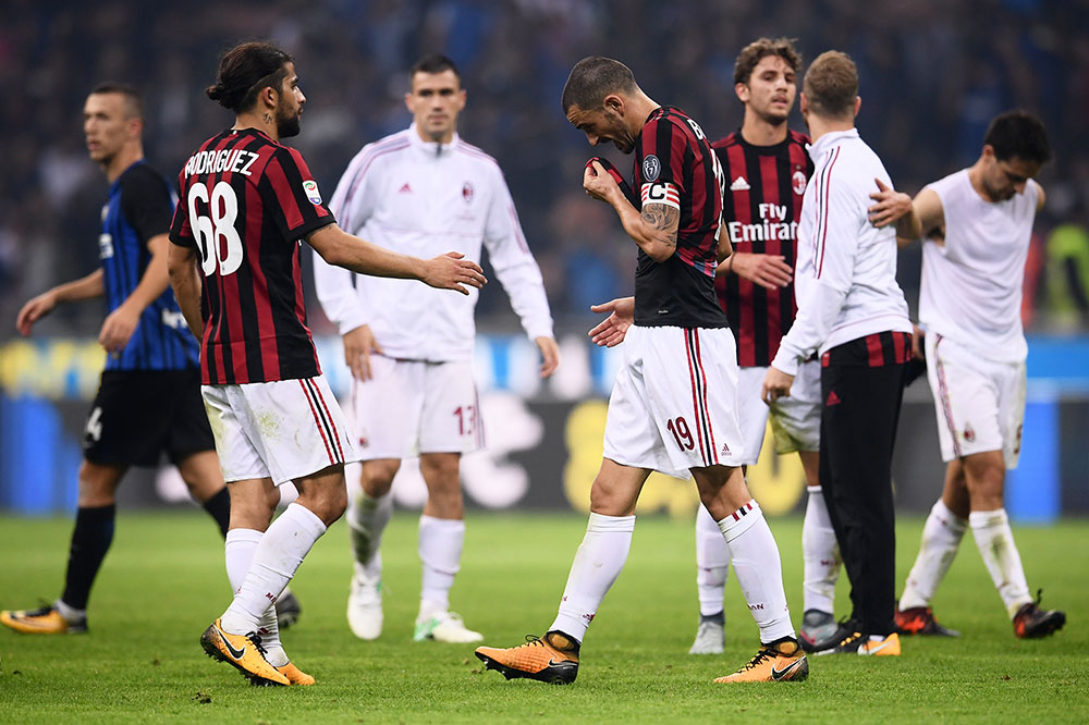 Ricardo Rodriguez, Alessio Romagnoli, Leonardo Bonucci, Manuel Locatelli, Ignazio Abate and Giacomo Bonaventura at the end of Inter-Milan at Stadio San Siro on October 15, 2017. (MARCO BERTORELLO/AFP/Getty Images)
