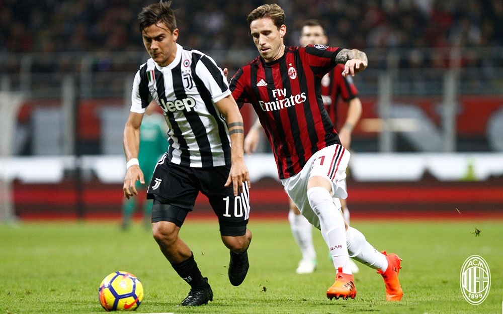 Lucas Biglia and Paulo Dybala during  Milan-Juventus at Stadio San Siro on October 28, 2017. (@acmilan.com)