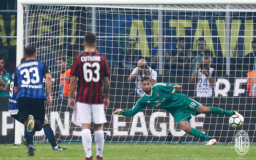 Mauro Icardi scoring a penalty during Inter-Milan at Stadio San Siro on October 15, 2017. (@acmilan.com)