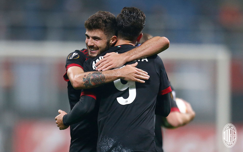 Patrick Cutrone and André Silva celebrating during Milan-Austria Wien at Stadio San Siro on November 23, 2017. (@acmilan.com)
