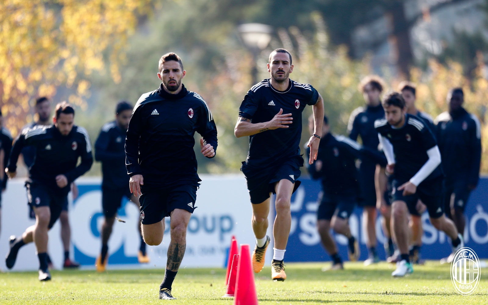 Leonardo Bonucci and Fabio Borini during training at Milanello. (@acmilan.com)