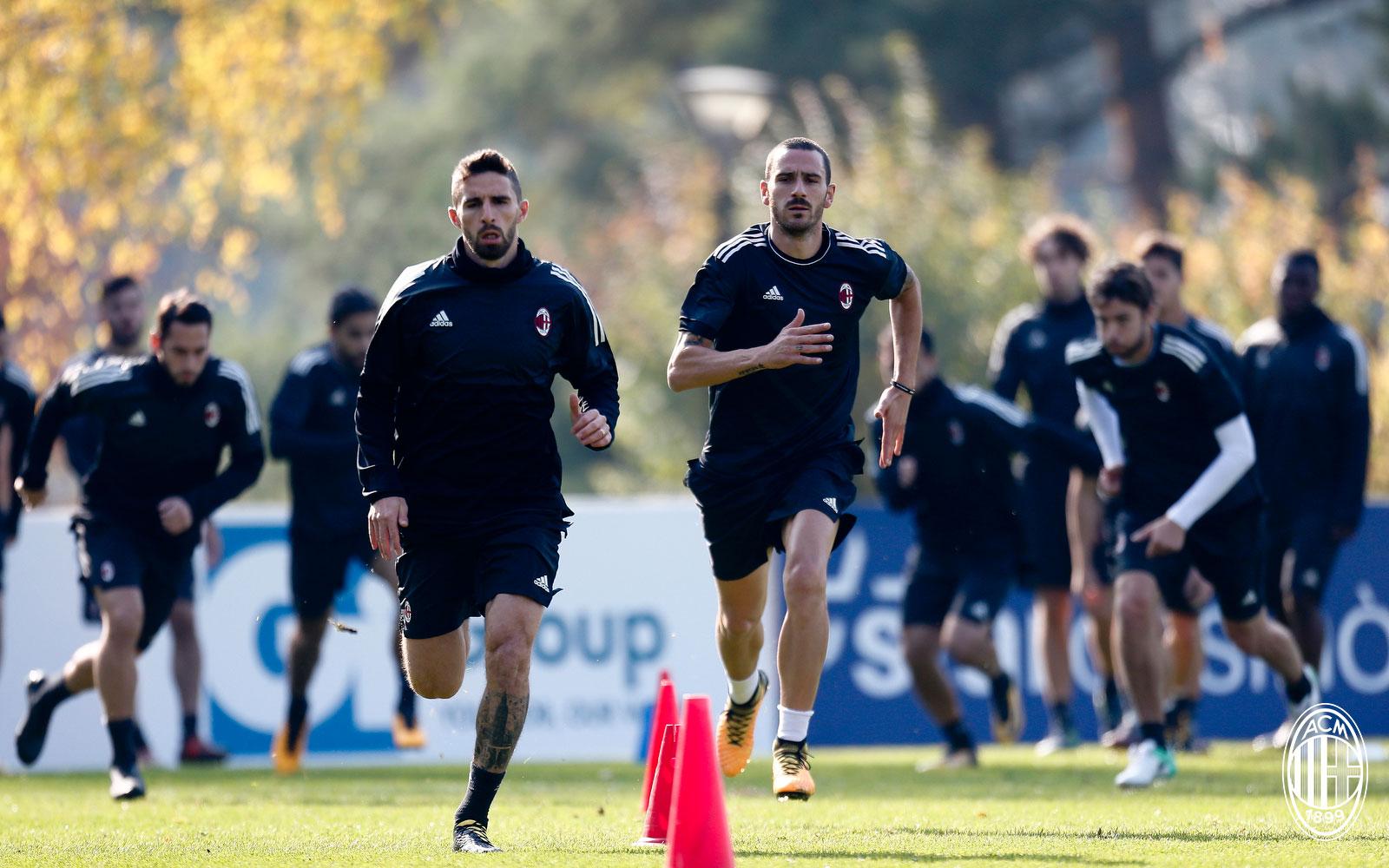 Leonardo Bonucci and Fabio Borini during training at Milanello. (@acmilan.com)