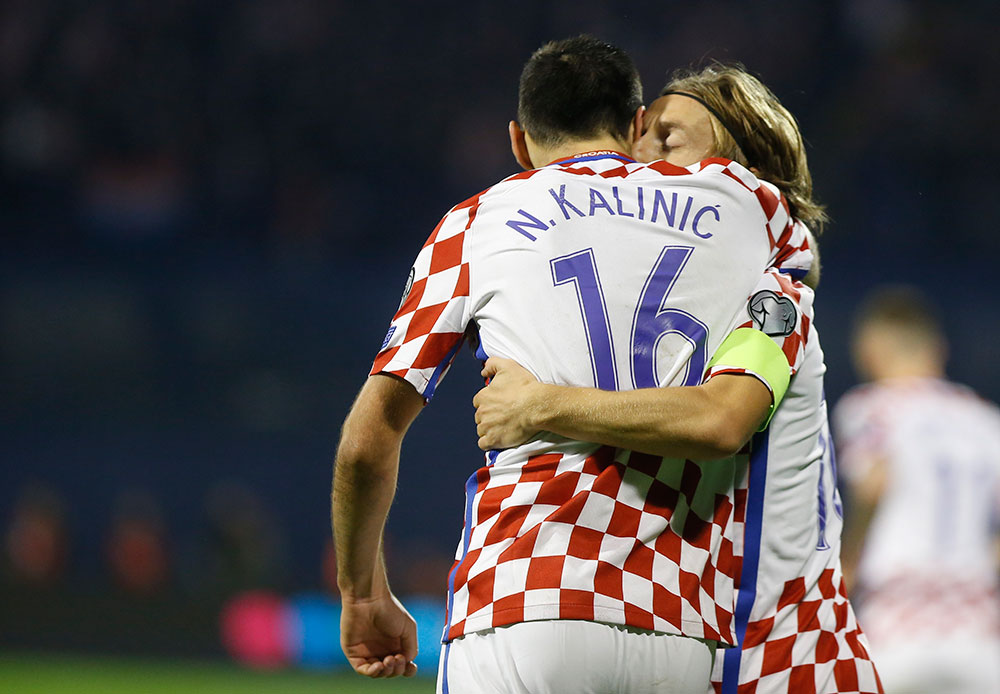 Nikola Kalinić andLuka Modrić celebrate during the Croatia-Greece FIFA 2018 World Cup Qualifier Play-Off first leg at Stadion Maksimir on November 9, 2017 in Zagreb, Croatia (Photo by Srdjan Stevanovic/Getty Images)