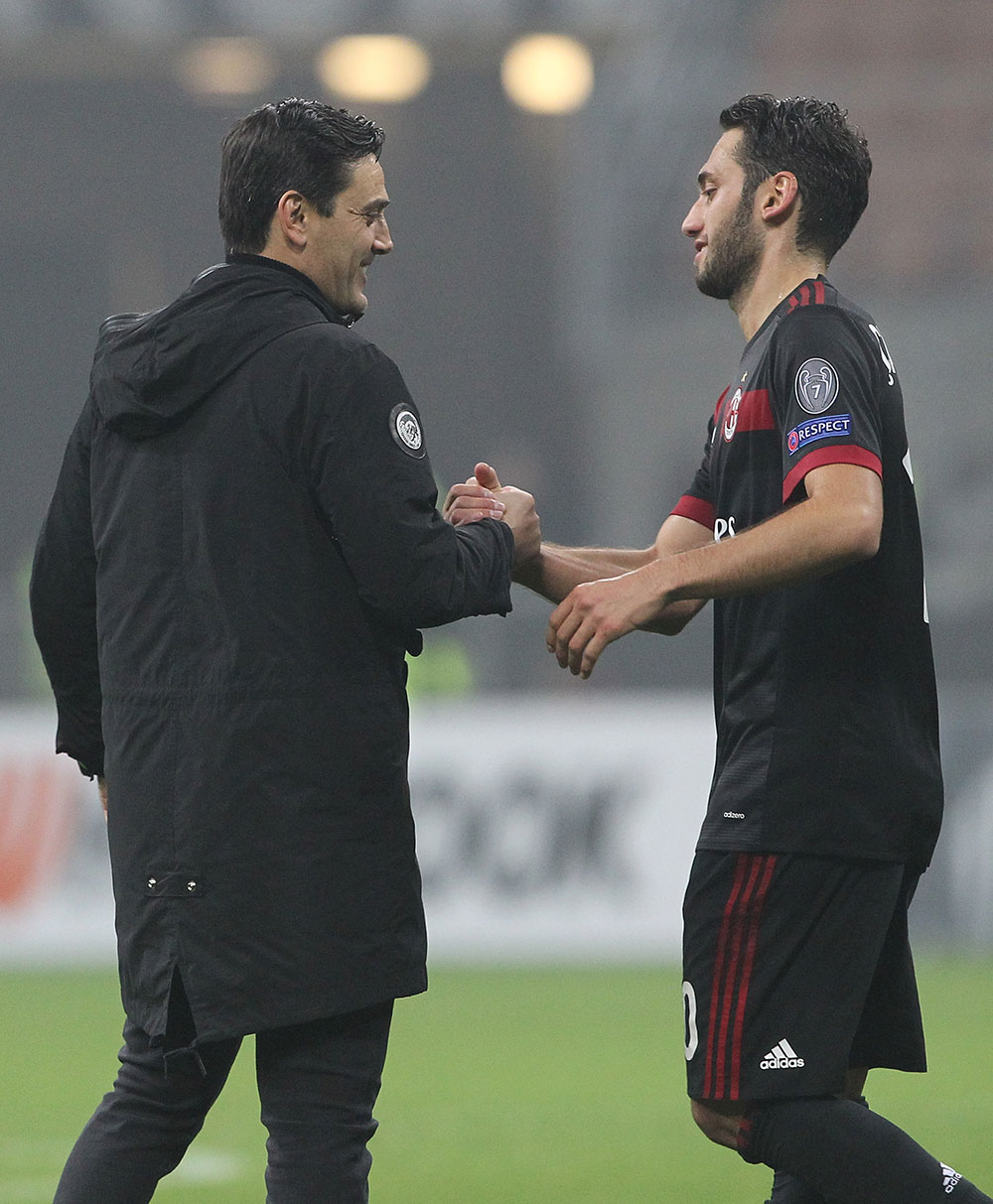 Vincenzo Montella and Hakan Çalhanoğlu at the end of Milan-Austria Wien at Stadio San Siro on November 23, 2017.  (Photo by Marco Luzzani/Getty Images)