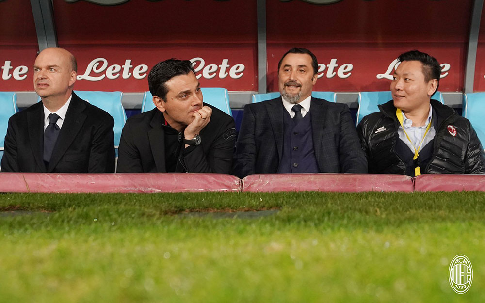 Marco Fassone, Vincenzo Montella, Massimiliano Mirabelli and Han Li before Napoli-Milan at Stadio San Paolo on November 18, 2017.  (@acmilan.com)