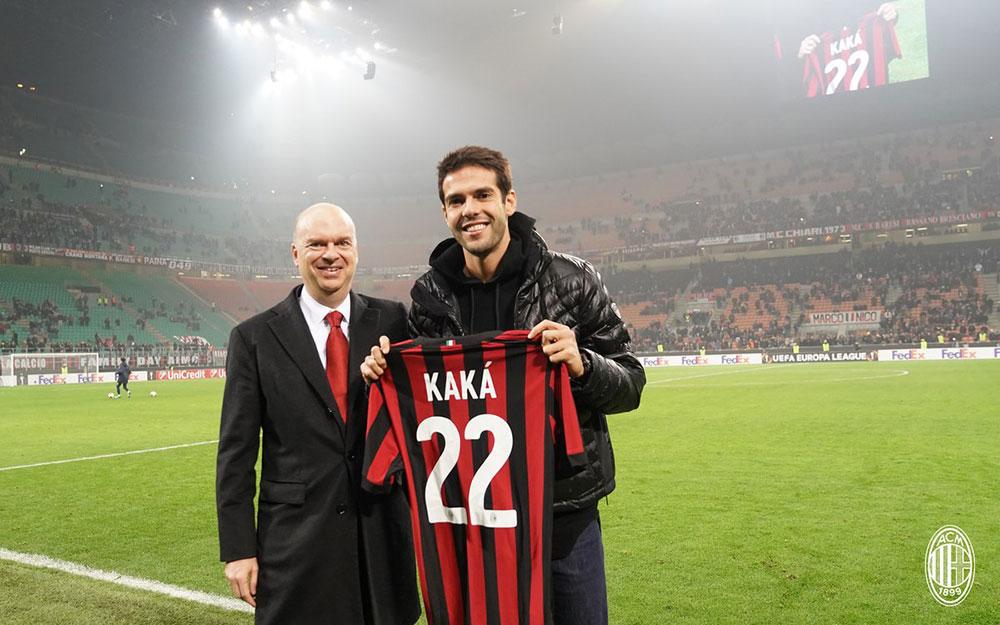 Marco Fassone and Kaka during Milan-Austria Wien at Stadio San Siro on November 23, 2017. (@acmilan.com)