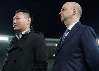 Marco Fassone and Han Li before Chievo-Milan at Stadio Marc'Antonio Bentegodi on October 25, 2017. (@acmilan.com)