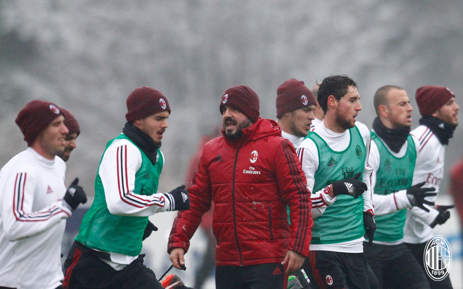 Gennaro Gattuso and the squad during training at Milanello. (@acmilan.com)