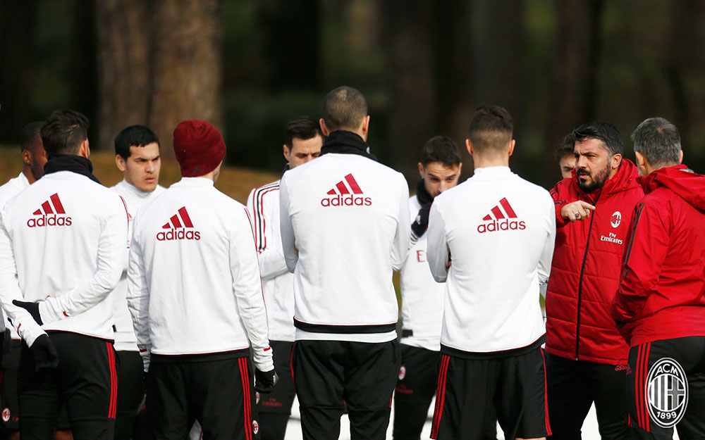 Gennaro Gattuso and the squad during training at Milanello. (@acmilan.com)