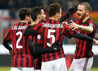 Davide Calabria, Suso, Giacomo Bonaventura and Leonardo Bonucci celebrating during Milan-Hellas at Stadio San Siro on December 13, 2017. (@acmilan.com)